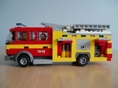 The doors on the real truck are rolling doors. Not an option for this model. Lego City Fire Truck, Lego Truck, Fire Trucks, Lego City Sets, Lego Sets, Lego Fire, Lego Police, Lego Furniture, Lego Design