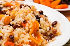 This roasted carrot pilaf recipe is a delicious side dish for your next Barber Night! Chester, Roasted Carrots, How To Squeeze Lemons, Eat Right, Risotto, Side Dishes, Rice, Yummy Food, Sauces