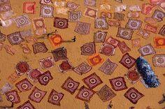 Tejidos de algodón secándose al sol en Sanganer, Rajasthan, India