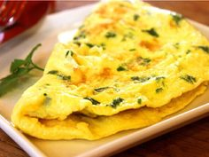 An omelette begs to be eaten for breakfast! For a decadent weekend breakfast use our basic omelette recipe. How To Make An Omelette healthy? See our healthy omelette recipe variations. Egg Omelet, Cheese Omelette, Vegan Omelette, Best Omelette, Omelette Pan, Egg Fast, Omelettes, Healthy Recipes, Noodles