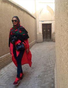 Iran's street style Oriental Fashion, Oriental Style, Persian Girls, Street Hijab Fashion, Chic Fashionista, Iranian Women, Weekend Style, Fashion Today, Modest Outfits