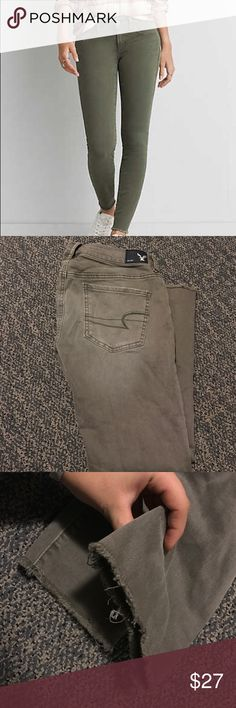 American Eagle cropped jeggings Super flexible and soft jeans. Destroyed hem of pant legs is really cute! Only worn once, perfect condition other than sewed on belt loop. Amazing color! 🌿🌵☘️🍃🐢💚 American Eagle Outfitters Jeans Skinny