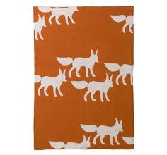 Fox orange - Prachtige gebreide deken van Dwell Studio in een mooi design. Heerlijk zacht en warm. Machine wasbaar op 30°. Materiaal: 55% katoen en 45% bamboe en is 100% comfortabel. Afmeting:75 x 100 cm