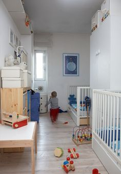 crib and todlle bed in 1 room    Crib and bed in one room