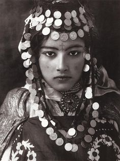 Young Tunisian Berber woman with traditional jewellery. Ca. 1900.