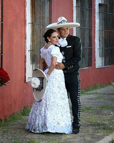 Novios boda escaramuza y charro boda charra