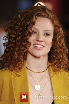 Jess Glynne Tuesday June The London Gala premiere of 'Amy' Pictures) Brown Hair Tones, Jess Glynne, How To Curl Short Hair, Redhead Girl, Brown Girl, Beautiful Redhead, Natural Curls, Pure Beauty, Curled Hairstyles