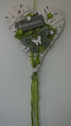 Türschmuck türkranz türschmuck herz frühling weiß grün flower arangments