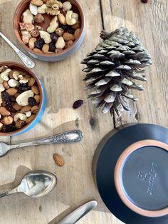 How To Dry Basil, Herbs, Ceramics, Food, Ceramica, Pottery, Essen, Herb, Meals