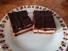 Jednoduchý koláč z kyslej smotany a pudingu: Ak máte doma 2 pudingové prášky a smotanu, určite ho skúste - chuť fantastická! Kids Meals, Tiramisu, Food And Drink, Treats, Cake, Ethnic Recipes, Sweet, Hampers, Psychology