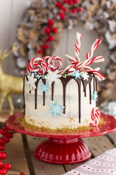 Spiced cake with caramel cream biscuits Chocolate Christmas Cake, Christmas Sweets, Christmas Cooking, Christmas Cakes, Christmas Cake Designs, Christmas Cake Decorations, Cupcakes, Cupcake Cakes, Bolo Diy