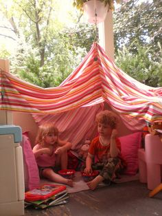 bed sheet tent i cpould totally do thid on the back deck or front porch & Sheet tent with Christmas lights | DIY | Pinterest | Tält Lampor ...