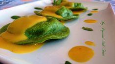 Ravioli verdi con patate e baccalà su salsa allo zafferano