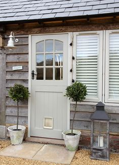 Great Romantic Cottage Comes with the Beautiful Appearance: Fantastic Romantic Cottage Front Door Classic Style Design Ideas ~ ENTERNY Villa Inspiration