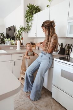 Mode Outfits, Jean Outfits, Fall Outfits, Summer Outfits, Casual Outfits, Stylish Mom Outfits, Short Hair Outfits, Mom Jeans Outfit Summer, Jeans Outfit Winter