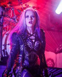 Heavy Metal Girl, Heavy Metal Bands, Female Guitarist, Female Singers, Death Metal, Ladies Of Metal, Rock Y Metal, Alissa White, Rock Queen