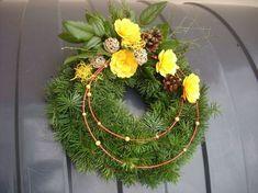 Grave Decorations, Christmas Door Decorations, Flower Decorations, Holiday Decor, Funeral Flowers, Ikebana, Door Wreaths, Floral Arrangements, Fall Decor