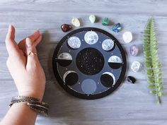 Chakra Crystals, Chakra Stones, Diy Arts And Crafts, Clay Crafts, Wiccan Altar, Biscuit, Heart And Mind, Crystal Grid, Moon Phases