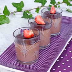 All good things are three; pannacotta, milk chocolate and fresh berries! Hot Cocoa Recipe, Cocoa Recipes, No Bake Desserts, Dessert Recipes, Swedish Recipes, Good Enough To Eat, Mousse, Berries, Deserts