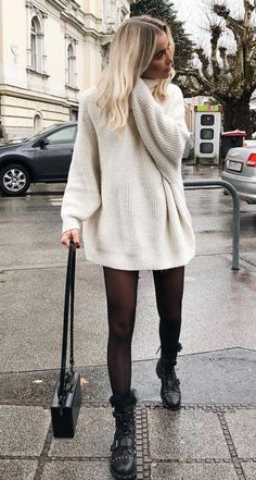 The best winter outfits ladies for the cold days in the office. The best winter outfits ladies for the cold days in the office. , Die besten Winter Outfits Damen für die kalten Tage im Büro. Nye Outfits, New Years Eve Outfits, Boho Outfits, Trendy Outfits, Office Outfits, Summer Outfits, Everyday Outfits, New Years Eve Outfit Ideas Casual Jeans, Black Outfits