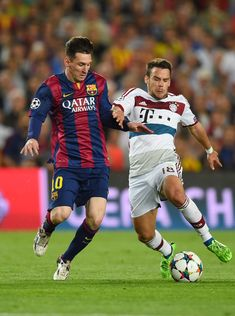 Lionel Messi of Barcelona and Juan Bernat of Bayern Muenchen battle for the ball during the UEFA Champions League Semi Final, first leg match between FC Barcelona and FC Bayern Muenchen at Camp Nou on May 2015 in Barcelona, Spain. Champions League Semi Finals, Uefa Champions League, Barcelona Catalonia, Fc Barcelona, Messi 2015, Football Score, Messi Photos, Soccer Fans, Camp Nou