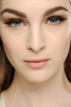 Makeup trends for spring summer 2013: Go for bold brows!
