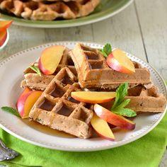 Waffles de Multigrano con Nectarinas – ¡Fácil de preparar y lleno de nutrición para toda la familia!
