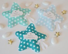 Des ballotins à dragées très originaux en forme d'étoiles... (Pour commander, envoyez moi un message en m'indiquant le prénom de l'enfant, ainsi que la date de cérémonie) - 18904902