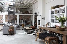 Woonloft; warme materialen, klassieke en moderne vormen in een comfortabele en ruimtelijke omgeving. #hetkabinet #bunnik