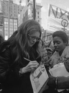 Gloria Steinem, Aesthetic Women, Film Aesthetic, Aesthetic Photo, Bale Batman, Dream Job, Dream Life, Future Jobs, Iconic Women