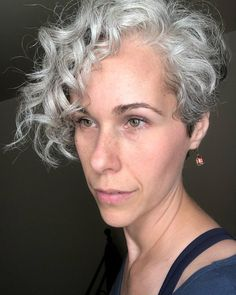 Grey Bob Hairstyles, Curly Pixie Haircuts, Short Curly Hairstyles For Women, Asymmetrical Hairstyles, Grey Curly Hair, Short Grey Hair, Curly Hair Cuts, Short Hair Cuts, Curly Hair Styles