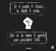 Se il pugno è chiuso, la mano è vuota. Solo se la mano è aperta puoi possedere tutto. #aforismi #citazioni #sceltaetica