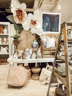 While Liz Marie was in Texas she popped into Waco for a day. Check out one of her new favorite small shops that just recently opened. Gift Shop Displays, Store Displays, Retail Displays, Merchandising Displays, Ballon Arrangement, Showroom, Retail Store Design, Retail Stores, Small Store Design