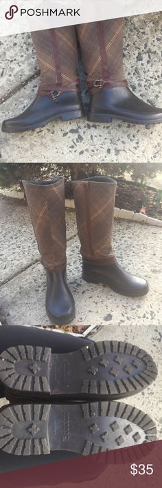 """SPERRY top sider plaid rain boots SPERRY TOP- SIDER 14"""" shaft  Plaid Quilted Cloth Black Rubber Leather Detail Rain Boots, Size 8 Water proof cloth upper with green fleece  Interior -Quilted upper  Leather strap and details  Good condition Sperry Top-Sider Shoes Winter & Rain Boots"""