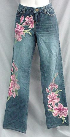 Victoria's Secret painted jeans Painted Jeans, Painted Clothes, Embellished Jeans, Embroidered Jeans, Denim Fashion, Womens Fashion, Denim Ideas, Denim And Lace, Denim Outfit