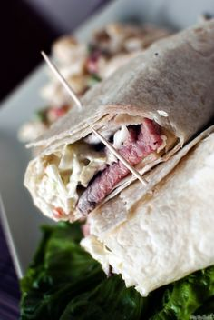 Roast Beef Wrap with Dill Slaw 3 Cups shredded coleslaw mix cup chopped fresh dill Delicious Sandwiches, Wrap Sandwiches, Party Sandwiches, Roast Beef Wrap, Beef Wraps, Wrap Recipes, Food To Make, Favorite Recipes, Cooking