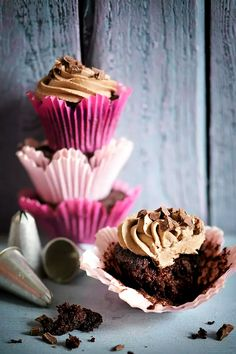 Kesäkurpitsa tekee suklaamuffinista täydellisen - Kielenvievää | HS.fi Quick Bread Recipes, Muffin Recipes, Quick Meals, Baking Recipes, Brownie Recipes, Cake Recipes, Chocolate Zucchini Muffins, Food Inspiration, Baked Goods