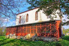 We wsi Grobniki stoi jedyny w tych stronachzamekjoannicki - Zamek komandora Prószkowskiego.No, może niezupełnie zamek, a raczej dom zakonny