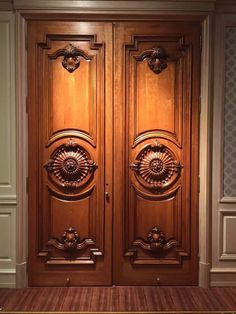 Entrance or main door is the most appealing part of any house. The most popular choice for an exterior front door is wood. Main Entrance Door Design, Wooden Main Door Design, Double Door Design, Front Door Design, Front Door Handles, Main Door Handle, Pooja Room Door Design, Classic Doors, Double Front Doors