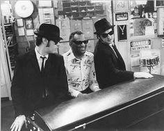 """Blues Brothers"" Dan Aykroyd, Ray Charles, Jim Belushi and a Fender Rhodes Soul Music, Sound Of Music, Blues Brothers Movie, Steve Jordan, John Landis, Cinema, Cult Movies, Film Cult, Ray Charles"