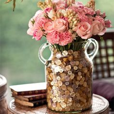 44 DIY Beautiful Flower Vase Decoration Ideas Some creative tips for the exact same can help you design a perfect party. Many such ideas may be used for decoration. An amazing Button Art, Button Crafts, Do It Yourself Wedding, Deco Floral, Vase Fillers, Button Flowers, Pink Flowers, Button Bouquet, Pink Roses