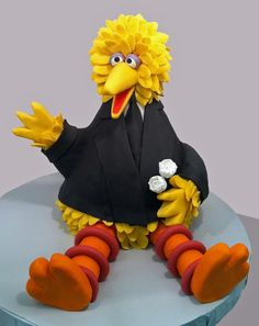 Big bird cake in a suite #cake #toppers