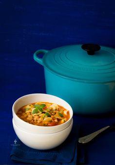 """Utiliza una Cocotte #LeCreusetMx, azul caribe de 28 cm para realizar esta exquisita receta """"Minestrone por @chokolatpimient"""