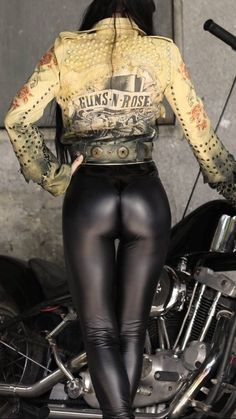 Skin Tight Leggings, Heavy Metal Girl, Cute Japanese Girl, Women's One Piece Swimsuits, Sexy Jeans, Girls Jeans, Leggings Fashion, Hot Girls, Leather Pants