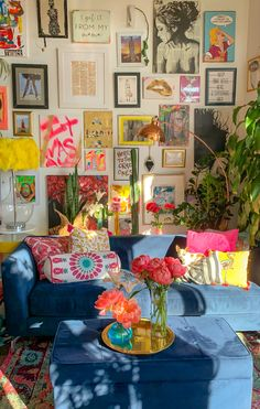Funky Living Rooms, Funky Bedroom, Boho Chic Living Room, Colourful Living Room, Colorful Couch, Colorful Apartment, Interiores Design, Decoration, Art Deco