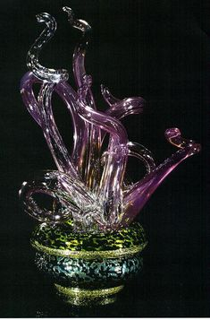Dale Chihuly, Olive Spotted Piccolo Venetian with Antique Rose Flares (1997, glass, 8 1/2 x 9 x 9 1/2 inches)