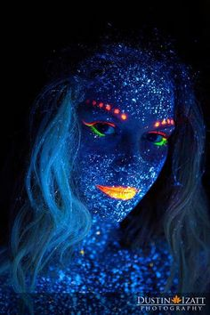 Black Light Glow Photography by Photographer Dustin Izatt Uv Photography, Photography Mini Sessions, Creative Photography, Body Painting, Light Painting, Dark Halloween Makeup, Tinta Neon, Uv Face Paint, Sombra Neon