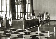 Biblioteca Publica do Paraná - Antigo balcão de empréstimo, 1973