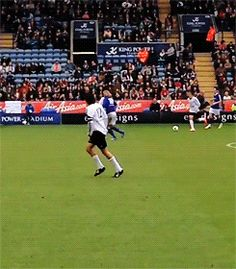 ..and then he does a pirouette.... isn't Zayn suppose to be the one doing the pirouette (BSE reference)