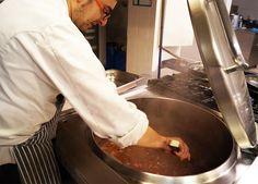 Estamos en la cocina de Migas preparando el Menú del Día para hoy... No te lo pierdas y ven a comer con nosotros..!!